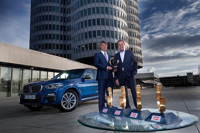 'Auto Trophy 2017': Harald Krüger und Volker Koerdt, Chefredakteur der Auto Zeitung.