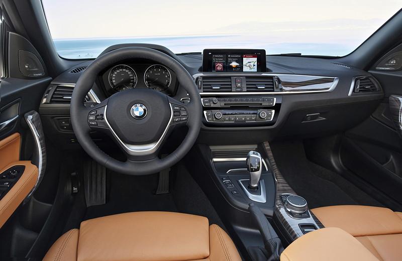 foto bmw 2er cabrio cockpit vergr ert. Black Bedroom Furniture Sets. Home Design Ideas