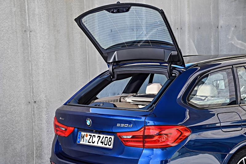 BMW 5er Touring, einzigartig im Segment: Heckklappe mit separat zu öffnender Scheibe