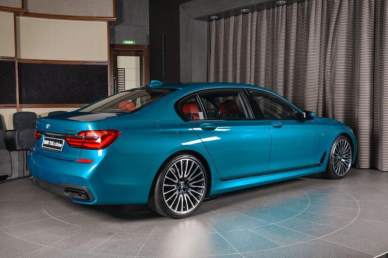 BMW 750Li (G12) xDrive mit BMW M Sportpaket in Atlantis Blau. Fahrzeug-Grundpreis in Deutschland: 120.200 Euro (Stand Dezember 2017).