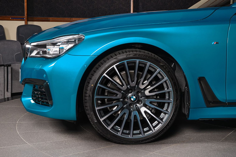 BMW 750Li (G12) in Atlantis Blau, auf 21 Zoll BMW Felge Vielspeiche 629 bicolor (orbitgrey / glanzgedreht).