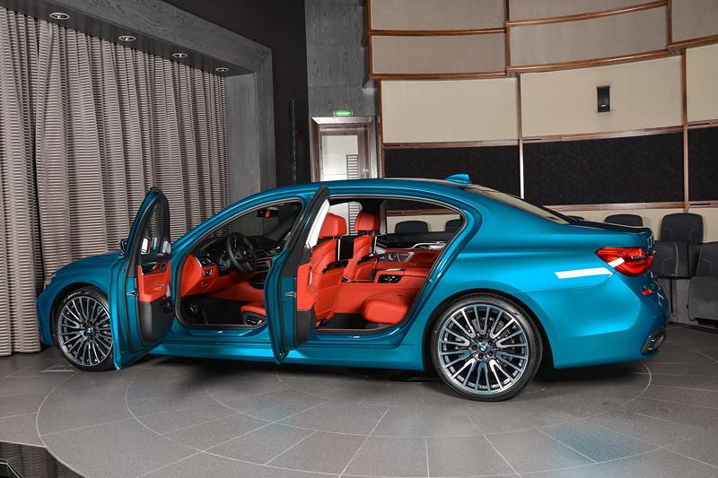 BMW 750Li (G12) in Atlantis Blau und BMW Indidual Volllederausstattung Merino Feinnarbe in Fiano Rot.