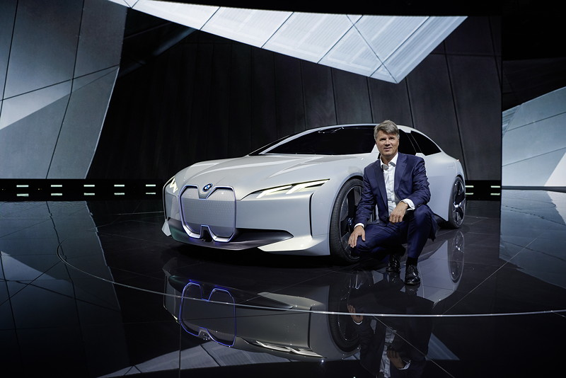 BMW Chef Krüger bei der Weltpremiere des BMW i Vison Dynamics auf der IAA 2017 in Frankfurt
