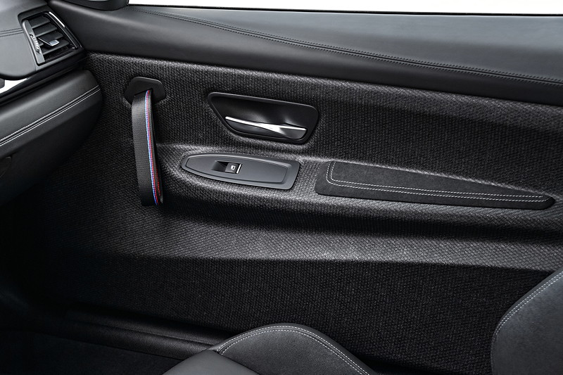 BMW M4 CS, Leichtbau auch im Innenraum, Halteschlaufen wie im BMW M4 GTS