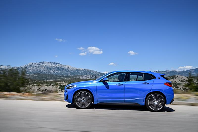 BMW X2 sDrive20i, Modell M Sport, in neuer BMW Außenfarbe Misanoblau