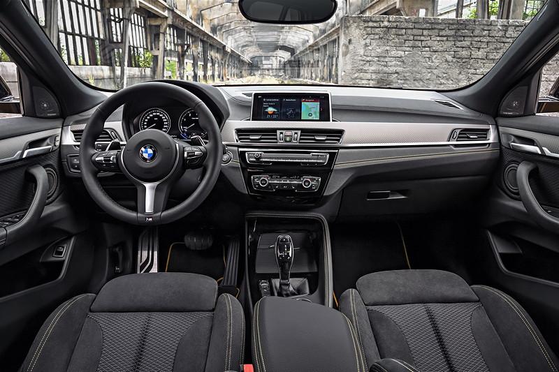 BMW X2 xDrive20d, Modell M Sport X. Interieur vorne.