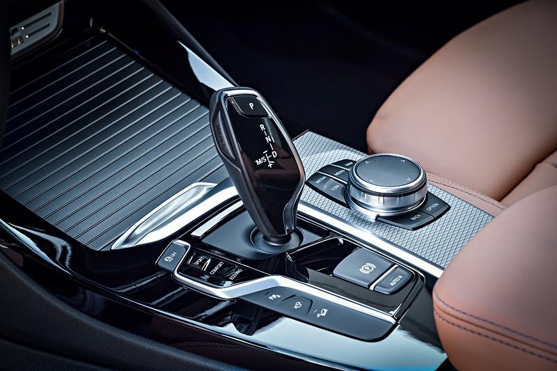BMW X3 xDrive M40i, Schalthebel mit iDrive Controller