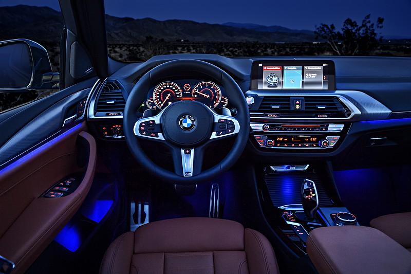 BMW X3 xDrive M40i, Interieur vorne, mit ambienter Beleuchtung