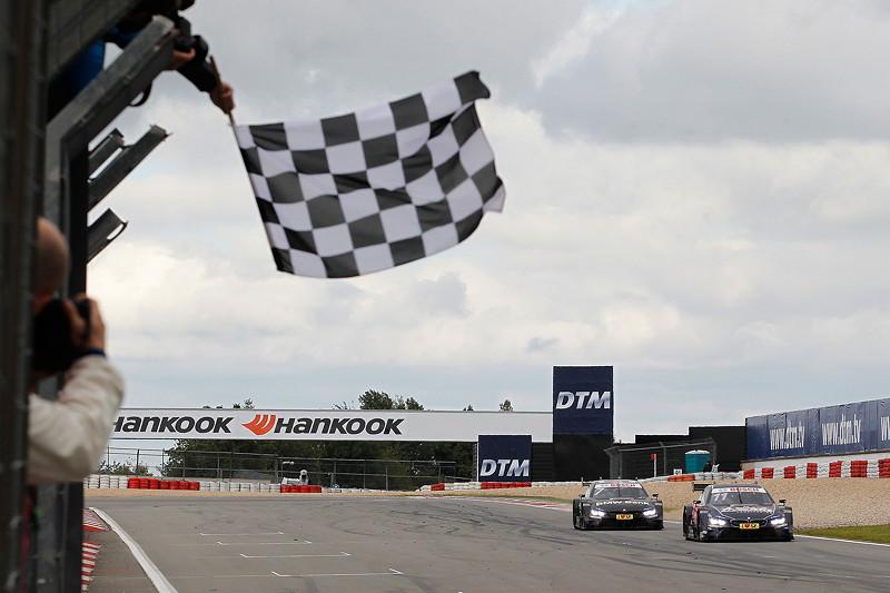 Drittplatzierter Fahrer Marco Wittmann im Red Bull BMW M4 DTM und viertplatzierter Fahrer Bruno Spengler (CAN) im BMW Bank M4 DTM.