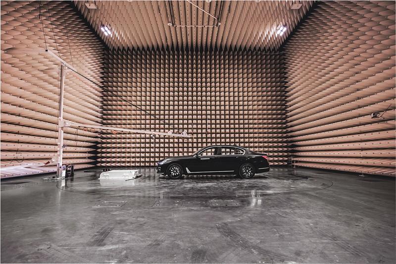 EMV-Absorberhalle zur Untersuchung der elektromagnetischen Verträglichkeit