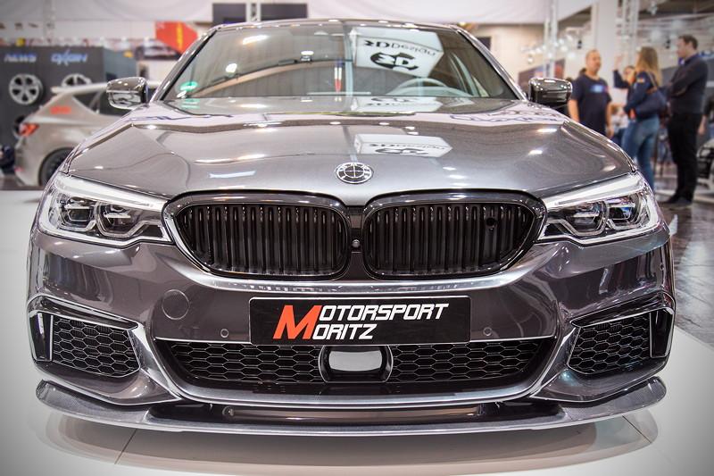 Essen Motor Show 2017: BMW M550i mit Carbon Frontlippe von 3DDesign, Frontziergitter in schwarz von IND Distribution.