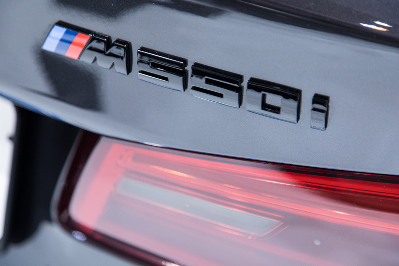 Essen Motor Show 2017: BMW M550i mit Schriftzug in Schwarz glanz von IND Distribution.