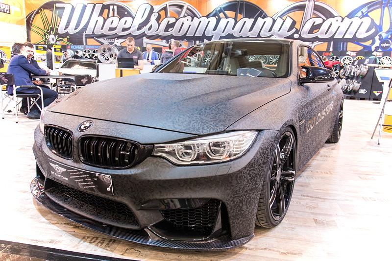 Essen Motor Show 2017: BMW M4 mit DDC Carbon Parts: Front- und Heckspoiler.