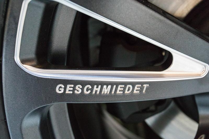 AC Schnitzer AC3 Leichtbau-Schmiedefelge, mit 'Geschmiedet' Schriftzug.