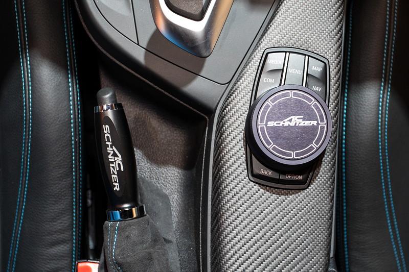 BMW M2 by AC Schnitzer, AC Schnitzer iDrive Aluminium Cover und Handbremsgriff mit AC Schnizer Schriftzug.