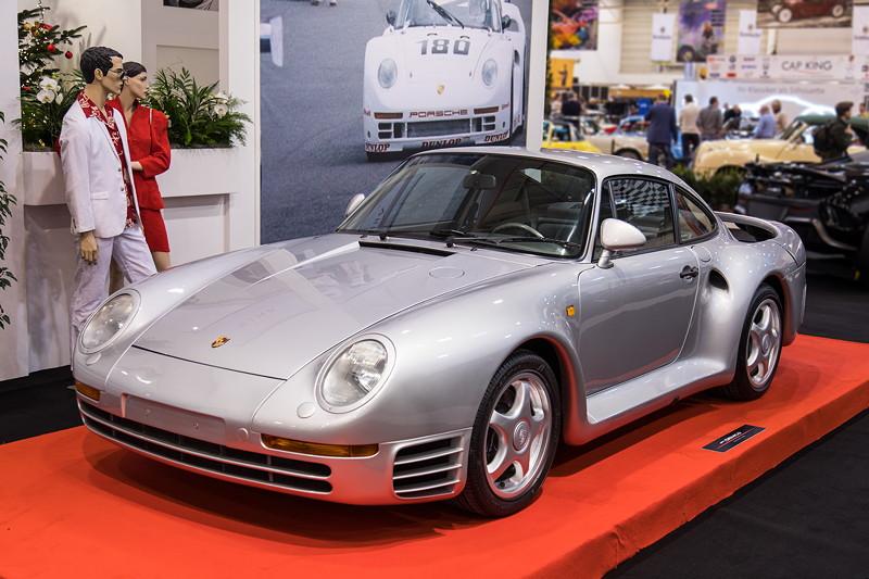 Porsche 959, 6-Zylinder Biturbo Motor, 450 PS, vmax: 317 km/h.