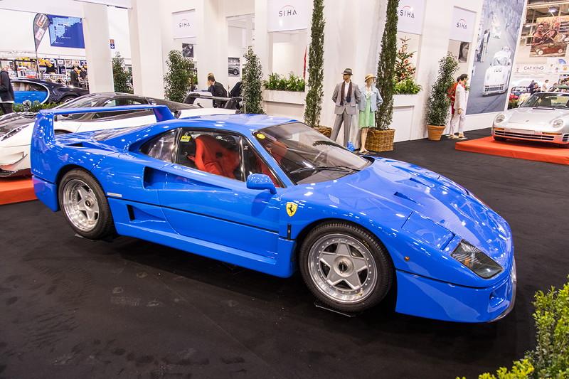 Ferrari F50 mit V8-Motor, 478 PS, vmax: 324 km/h.E