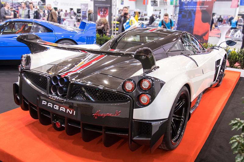 Pagani Huayra, V12 Biturbo Motor, 800 PS, vmax: 370 km/h.