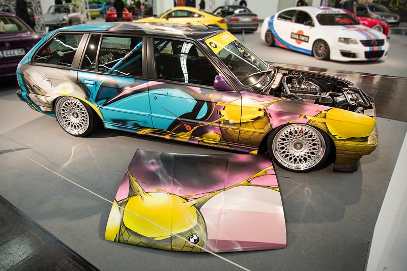 BMW 318i Touring (E30), das Blechkleid wurde durch berühmte Künstler gestaltet.