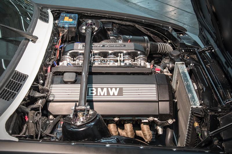BMW 3er (E30), Umbau auf 325i Motor (M50 B25) aus einem E36, Leistung: 238 PS.