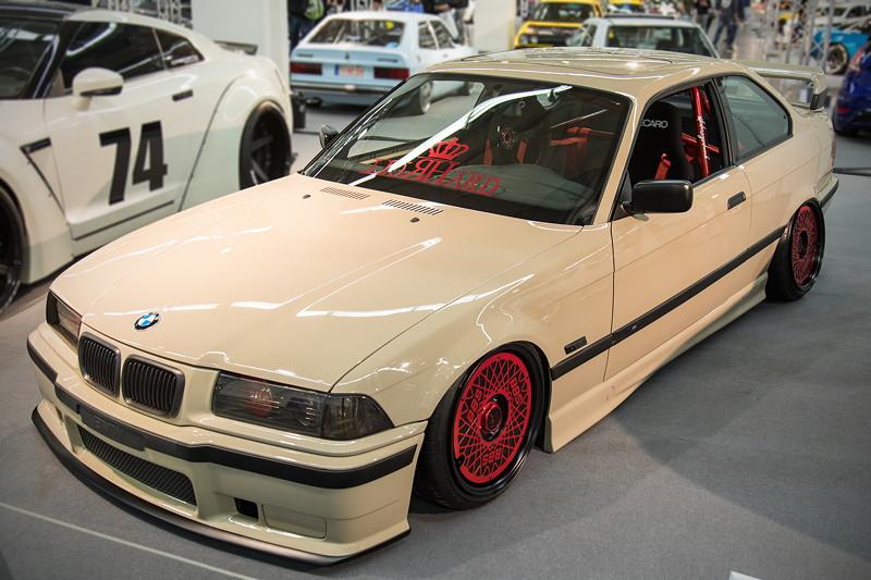 BMW 320i (E36) mit 6-Zylinder-Motor (M52 B20), 150 PS, 190 Nm, Beschleunigung 0-100 km/h in 9,9 Sek.