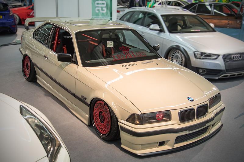 BMW 320i (E36) mit Luftfahrwerk von 'Airridesystem.pl'.
