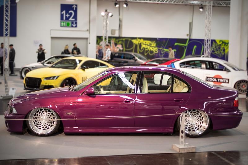 BMW 520i (E39) mit speziell angefertigtem Airride-Fahwerk, ausgestellt auf der tuningXperience, Essen Motor Show 2017.