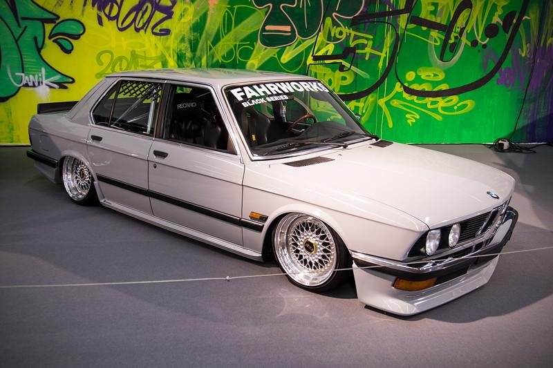 BMW 5er (E28) mit M10 1,8 l Motor, 90 PS.