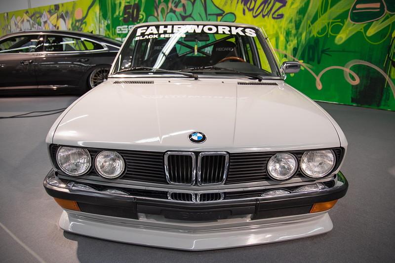 BMW 5er (E28) mit Fahrworks Luftfahrwerk.