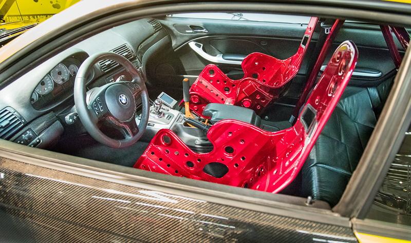 BMW M3 (E46) mit 'Kirkey' Schalensitzen und Hosenträgergurten, Wichers Überrollkäfig.