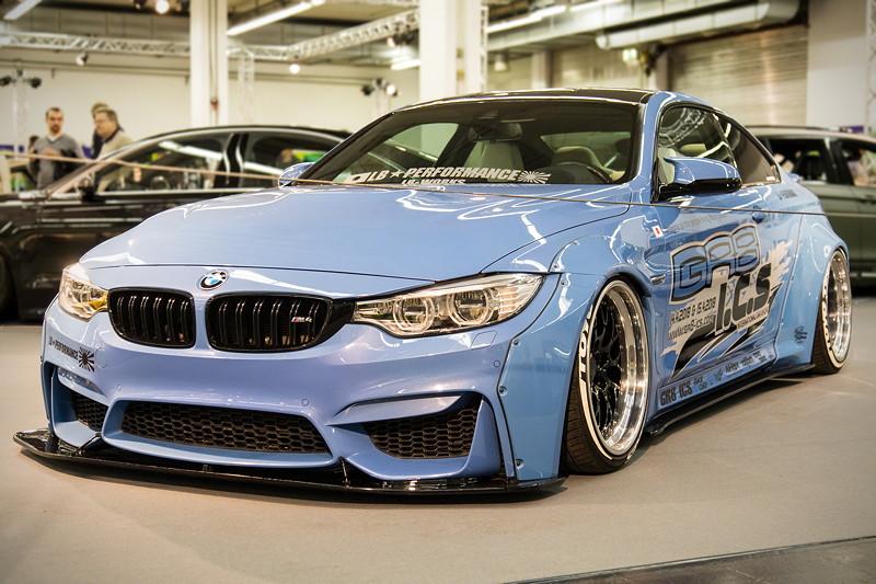 BMW M4 (F82), mit 'AirRex' Luftfahrwerk mit digitalem Air-Management und Fernbedienung, Einzelradansteuerung.