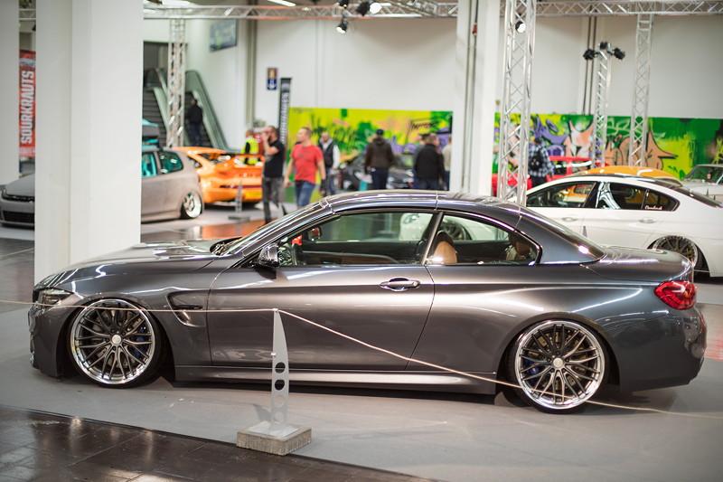BMW M4 Cabrio (F83) mit Competition Paket in mineralgrau, ausgestellt in der tuningXperience, Essen Motor Show 2017.