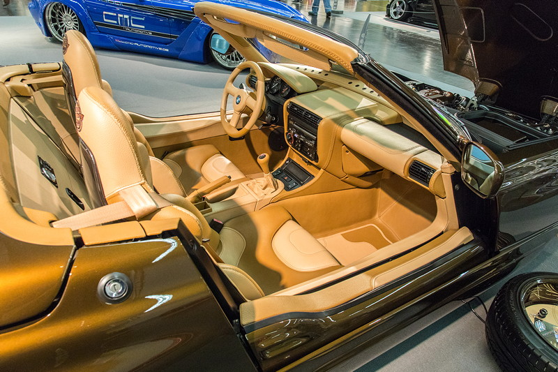 BMW Z1, speziell angefertigte 2farbige Voll-Lederausstattung, Doppelnaht mit Kreuzstich.