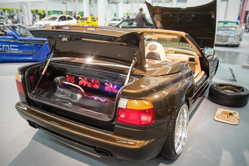 BMW Z1 mit 'Airforce' Luftfahrwerk, inkl. Show-Ausbau mit Kupferleitungen im Kofferraum.