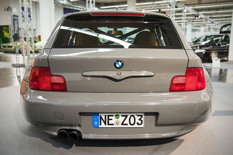 BMW Z3 Coupé mit rot lasierten Rücklichtern, gebördelte Radkästen an der Hinterachse.
