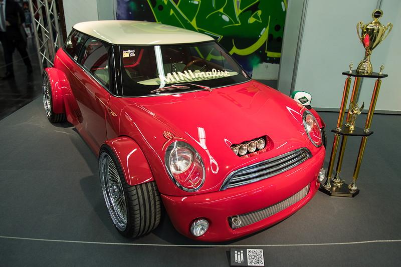 MINI Cooper Hot Rod, Neulackierung im orig. Rot-Ton des 1965 Mini.