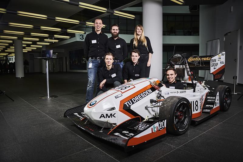 Formula Student Engagement der BMW Group: Team 'elbflorace' der TU Dresden mit ihrem Rennwagen