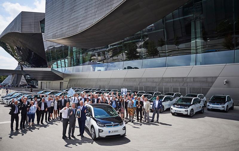 Helmut Käs, Leiter BMW Welt, Peter Mey, Leiter der BMW Niederlassung München, Joachim Herrmann, Bayerischer Staatsministers des Innern, für Bau und Verkehr (v.l.n.r.).