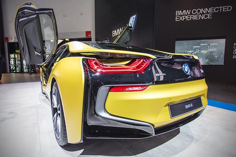 BMW i8 Protonic Frozen Yellow Edition, ausgestellt auf der IAA 2017 in Frankfurt