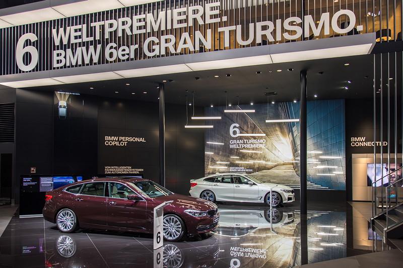 BMW 6er GT, Weltpremiere auf der IAA 2017, vorne in Royal Burgundy Red
