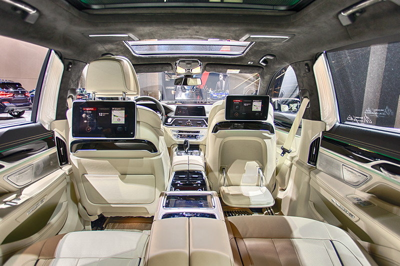 BMW 750Ld Individual, Blick in den Fond mit Executive Lounge und Fond Entertainment Experience