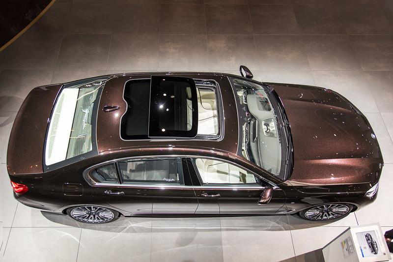 BMW 750Ld Individual mit Panorama Schiebedach (1.190 Euro Aufpreis)