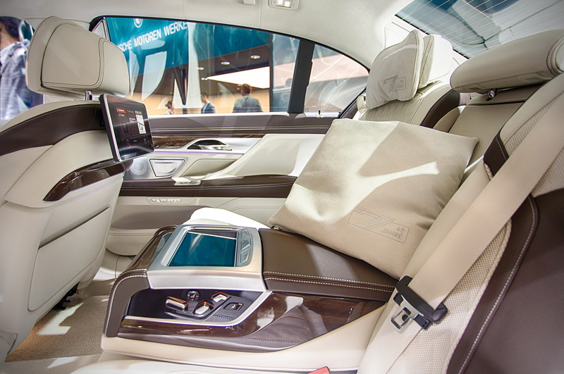 BMW 750 Li Individual '40 years', mit BMW Individual Kissen