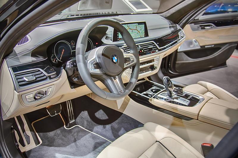 BMW M760Li Individual, Cockpit