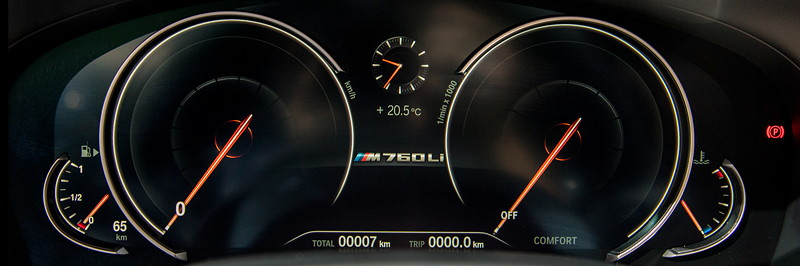 BMW M760Li Individual, Tacho-Instrumente
