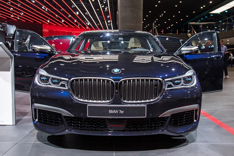BMW M760Li Individual in azuritschwarz metallic