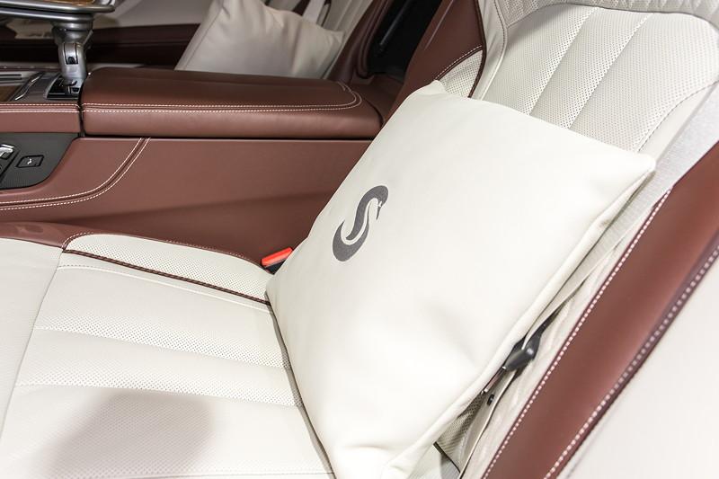 BMW M 760 Li Individual Inspired by Nautor's Swan, individuell gestaltete Sitzkissen