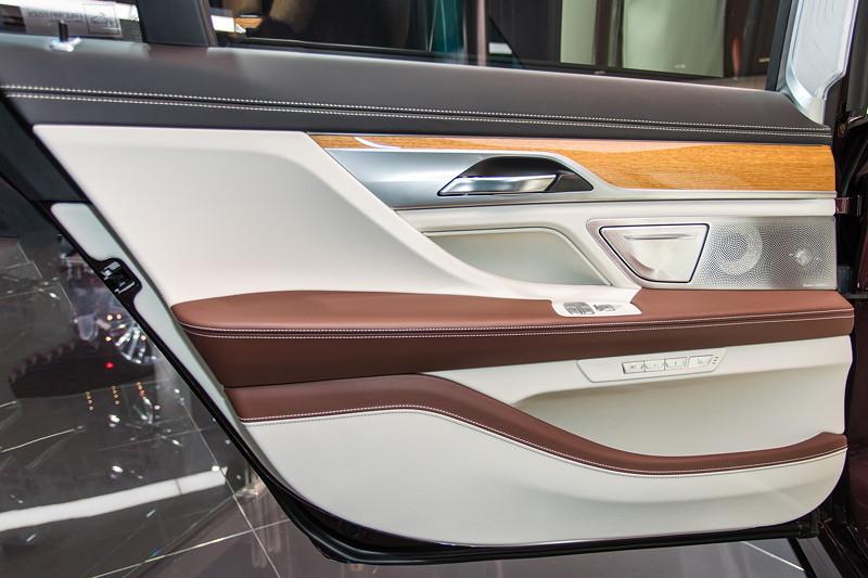 BMW M 760 Li Individual Inspired by Nautor's Swan, Tür