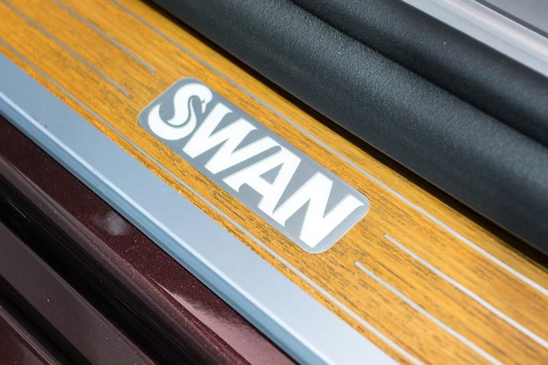 BMW M 760 Li Individual Inspired by Nautor's Swan, individuelle Einstiegsleiste