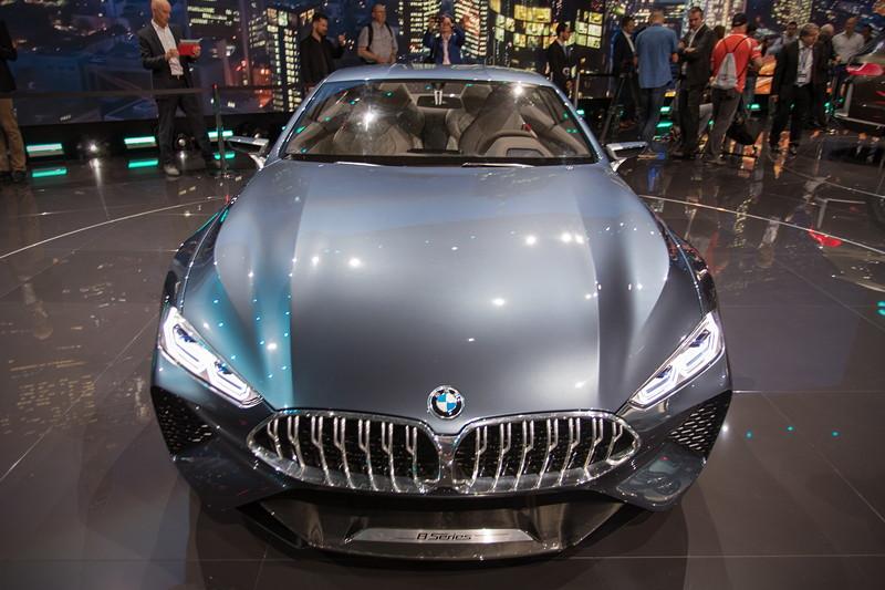 BMW Concept 8series, mit grosser BMW-Niere und flaschen Scheinwerfern in LED/Laser-Technik